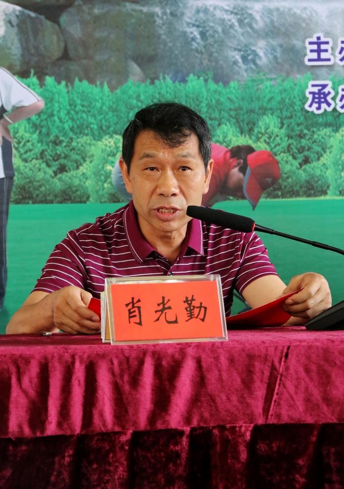 郴州市老年体协秘书长肖光勤主持开幕式